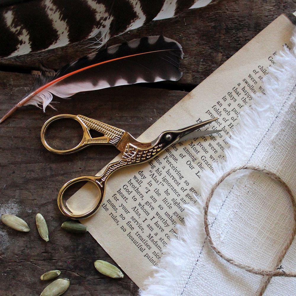 Vintage-inspired crane scissors