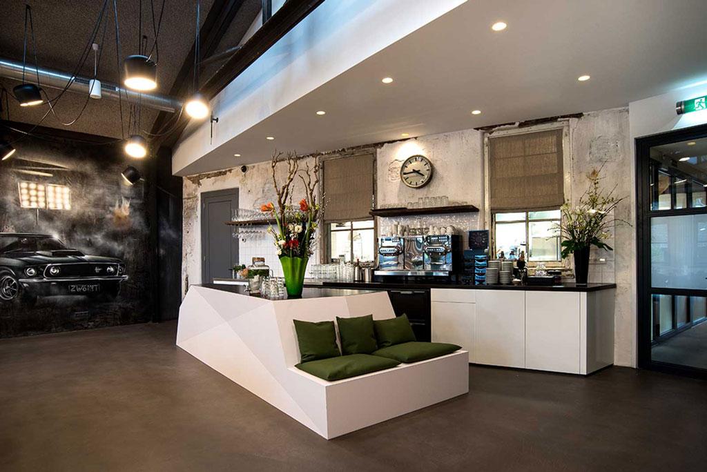 Lounge sofa and bar