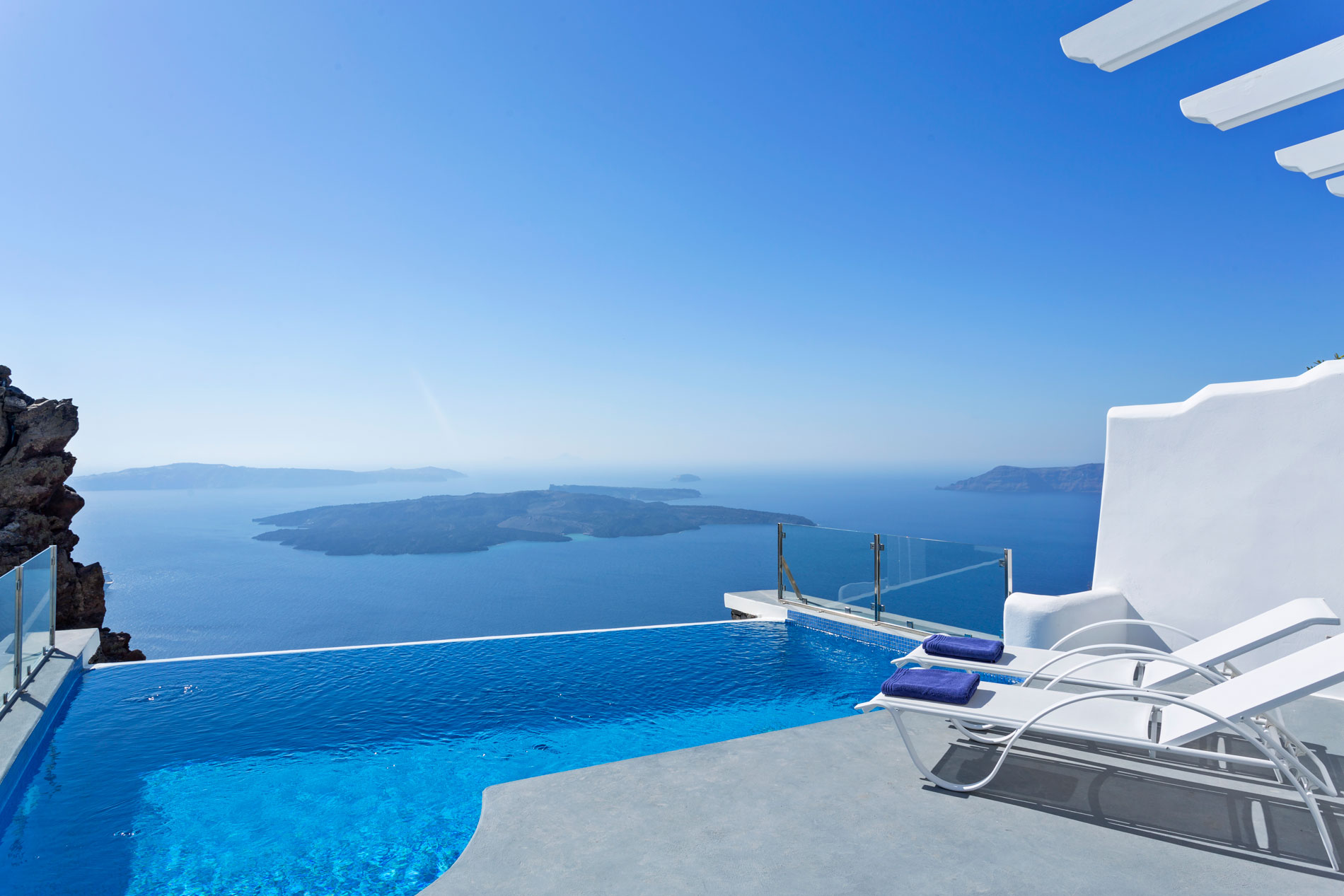 Suite with infinity pool