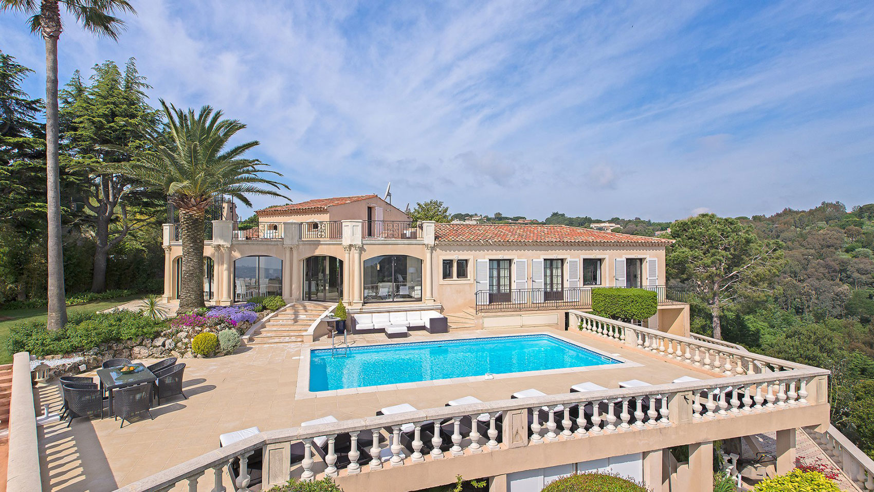 Luxury villa in Super Cannes
