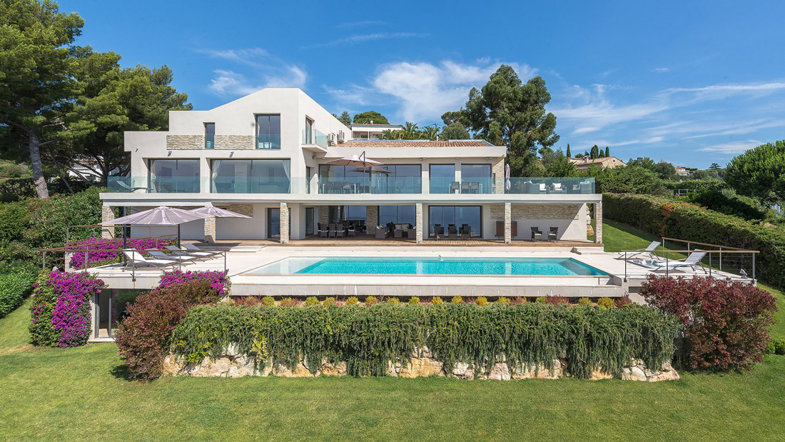 Hilltop villa in Cannes