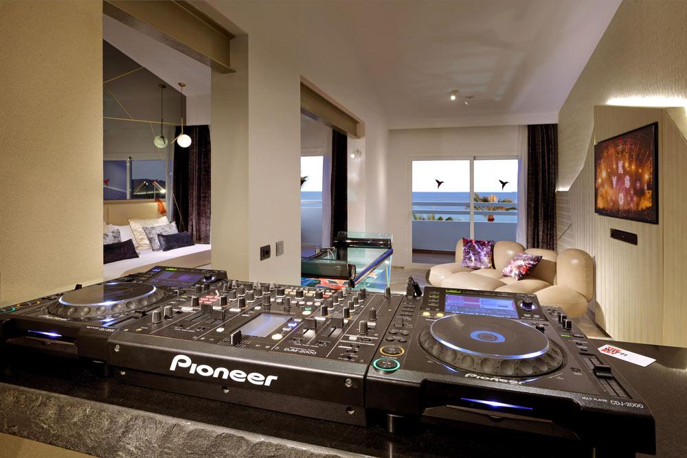 DJ-themed room