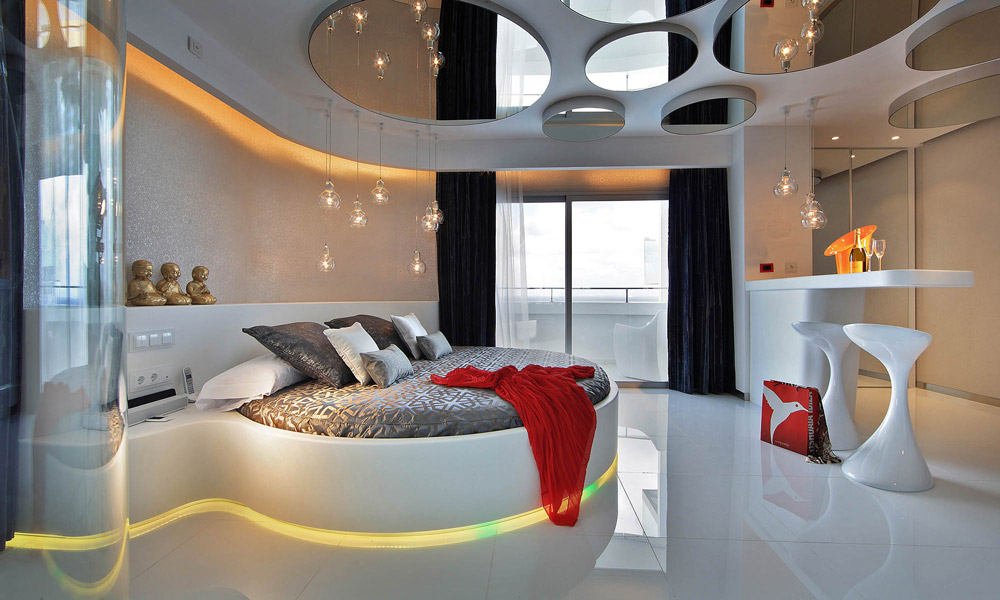 Round bed and ceiling mirrors